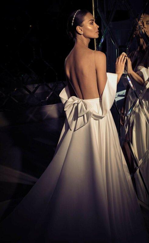 فستان زفاف أنيق من الساتان ، أكتاف عارية ، خط ، ياقة على شكل V ، فتحة جانبية ، قطار