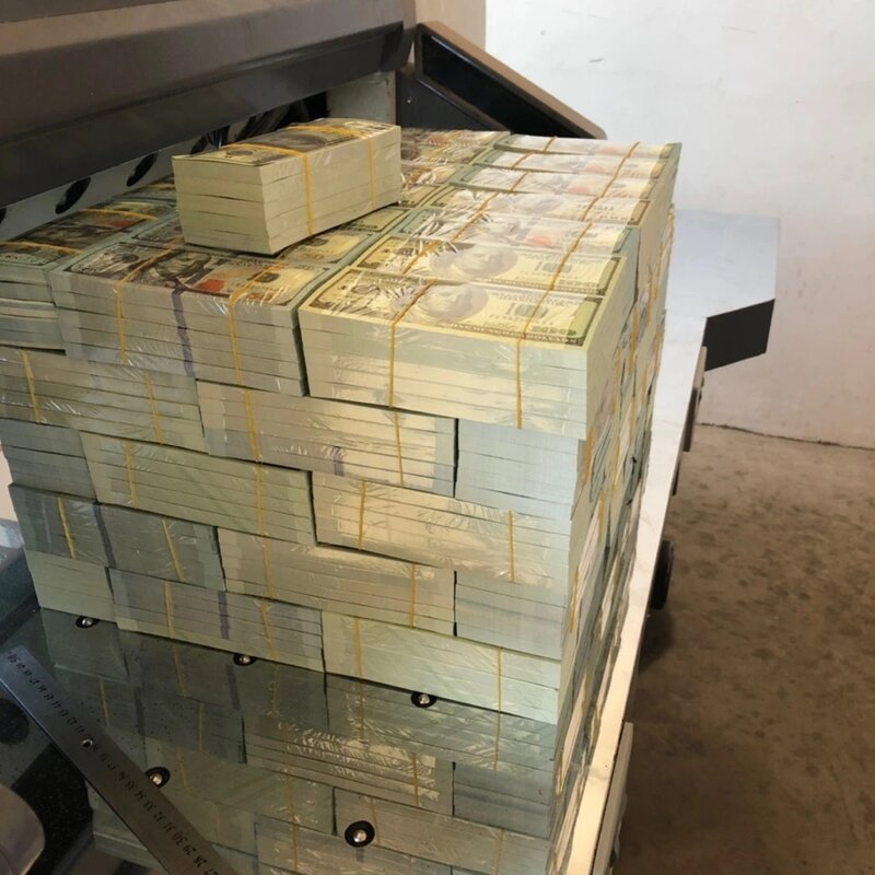 سودو تصوير فيديو قصير في S اظهار قسيمة لعبة فكرة الدولار الأمريكي 100 فواتير الأوراق النقدية 10 20 الأجداد الأوروبية المال وهمية