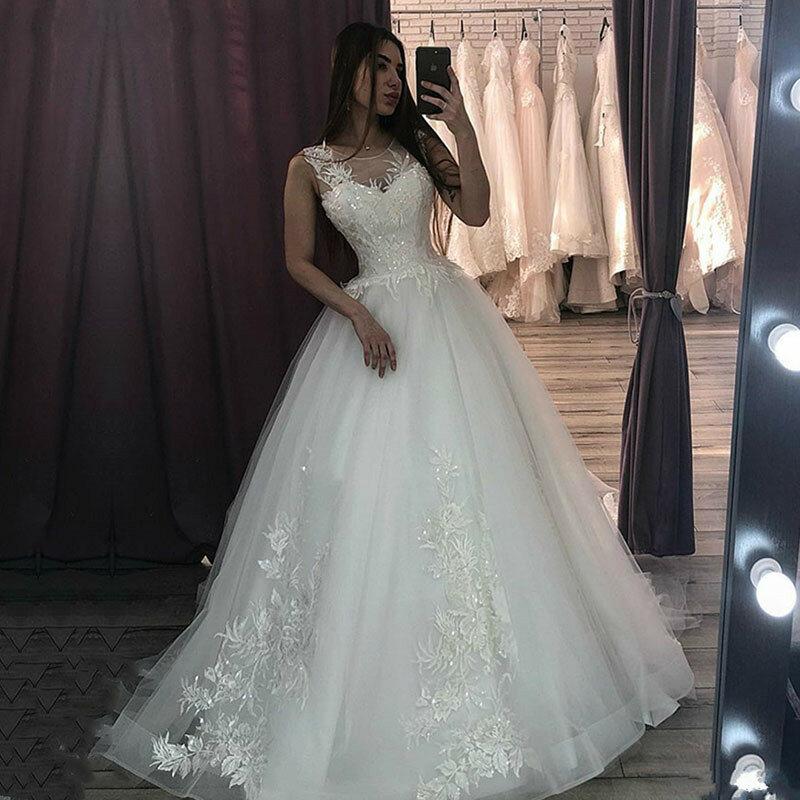 فستان زفاف من الدانتيل الأبيض بدون أكمام ، فستان زفاف مخصص بأزرار ، رقبة مستديرة