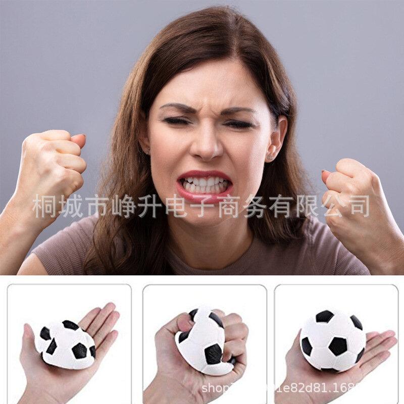 اسفنجي كرة القدم