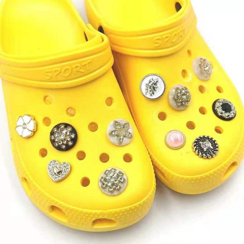 1 قطعة الموضة ل Crocs Charms المجوهرات الجينز مصمم النساء الصنادل النعال الزينة إكسسوارات أحذية ل Crocs Jibz