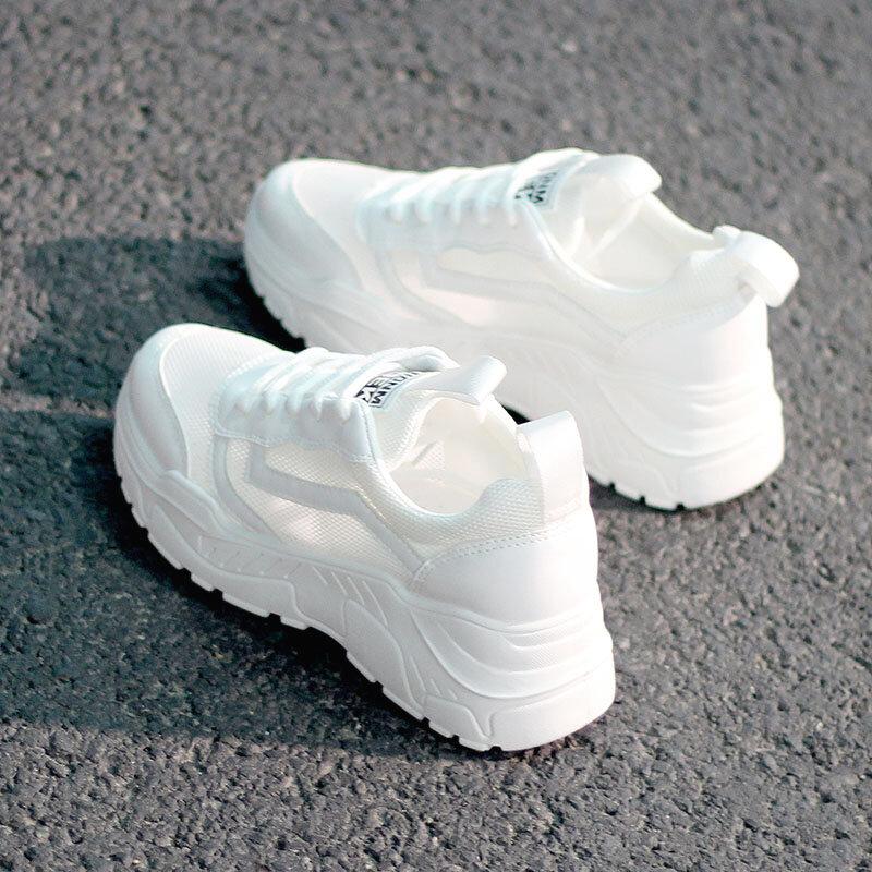 النساء حذاء كاجوال موضة تنفس المشي شبكة الدانتيل يصل حذاء مسطح أحذية رياضية النساء 2021 Tenis الأبيض أحذية مفلكنة