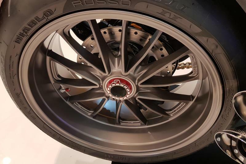 عدة صمولة لعجلة العجلات الخلفية للدراجات النارية صمولة لتعديل السباقات باستخدام الحاسوب لـ DUCATI PANIGALE V4 V2 1199 1299 899