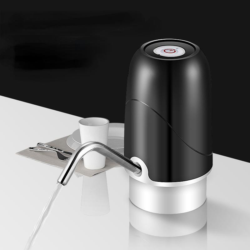 مضخة مياه كهربائية اوتوماتيكية محمولة مزودة بمنفذ USB موزع بأزرار شحن وزجاجة مياه الشرب جهاز ضخ المياه 2021