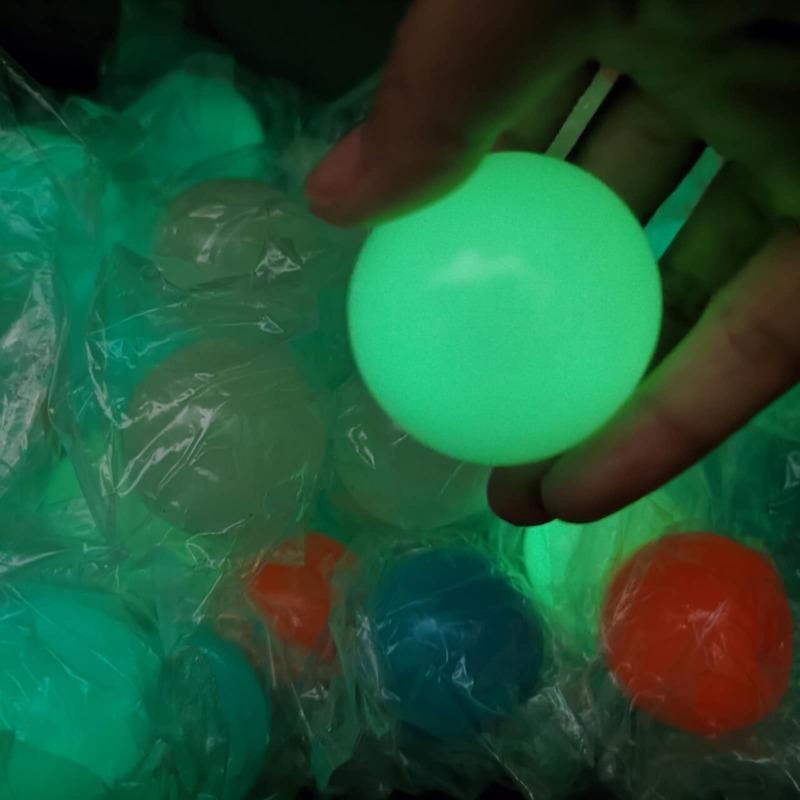 4 قطعة لزجة جدار الكرة مجموعة متعة تخفيف ضغط ضغط تمتد كرات لعبة هدية للأطفال المراهقين الكبار
