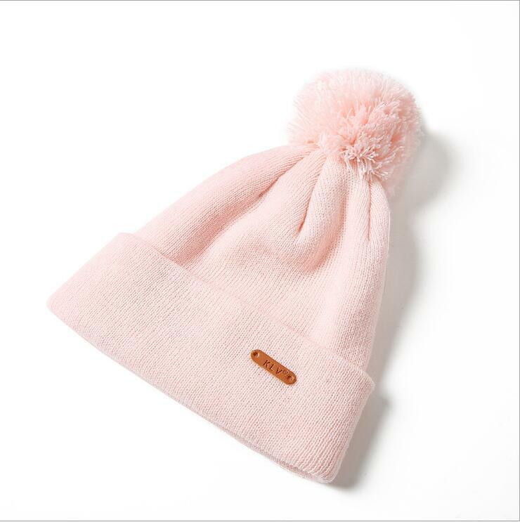 قبعات منسوجة للنساء الرجال قبعة الشتاء قبعة للجنسين بيني مع Pompom الكرة النساء Skullies قبعات دافئة Gorros العظام الإناث جديد