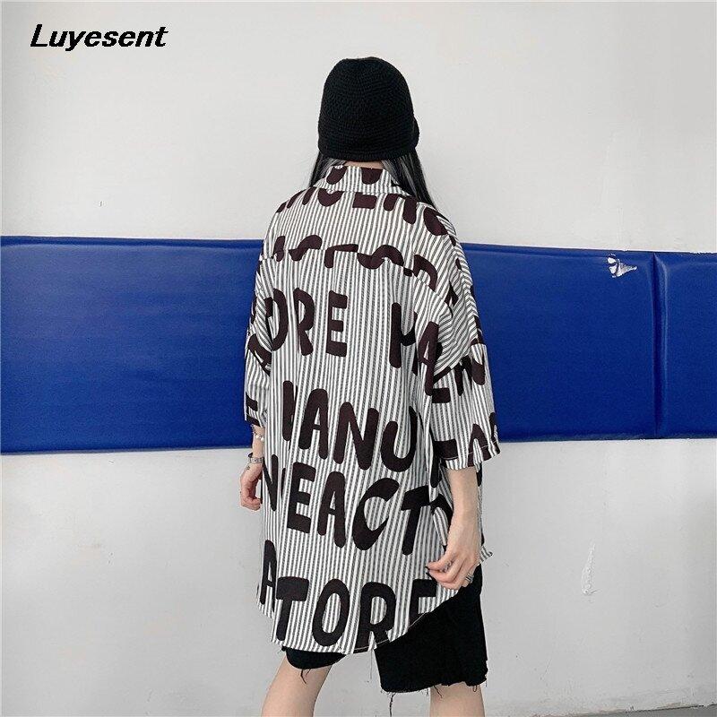 قميص نسائي فضفاض ماركة هاراجوكو قميص نسائي صيفي بأكمام طويلة مطبوع عليه حروف قمصان للشارع ملابس كورية عصرية للجنسين