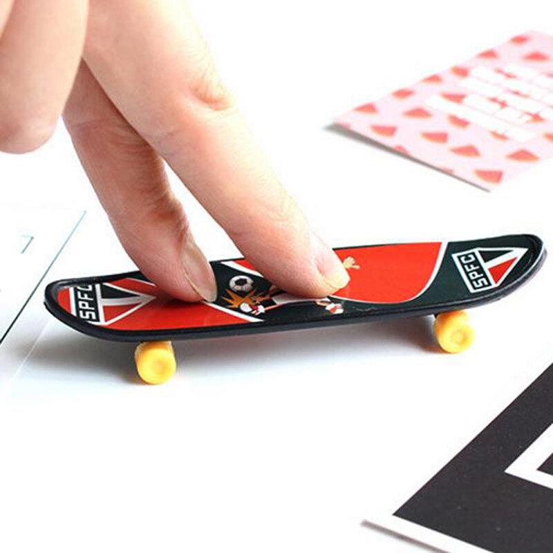 لوح تزلج صغير من البلاستيك على شكل إصبع لوح تزلج ألعاب كمامة إبداعية للأولاد لوح تزلج للأطفال لوحة أصبع هدايا