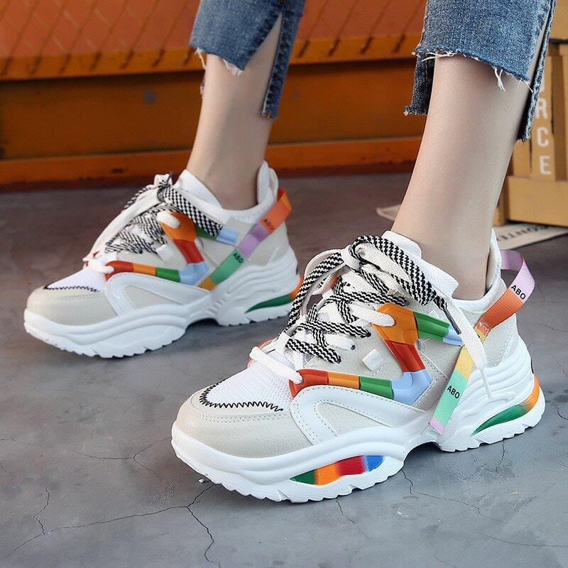 الارتفاع زيادة 6 سنتيمتر النساء أحذية الفلكنة INS Rainbow أحذية رياضية الإناث في الهواء الطلق الأحذية athitic عالية الكعب توسيد الأحذية