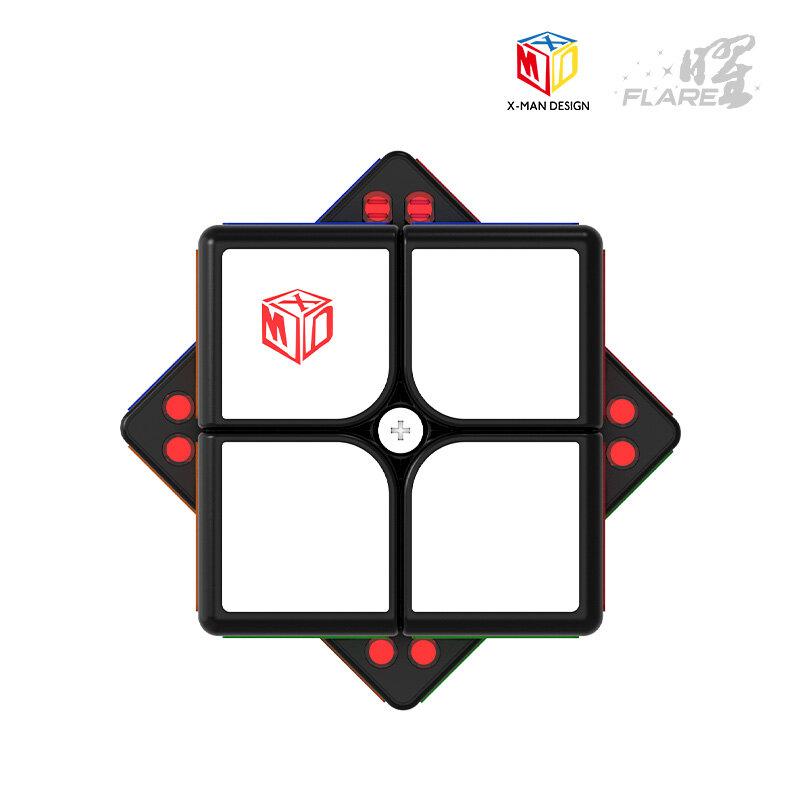 QiYi مضيئة 2x2x2 X-MAN تصميم المغناطيسي 2x2 سرعة ماجيك أُحجية مكعبات Cubo Magico الأسود ملصقات ملصق الطفل الاطفال اللعب