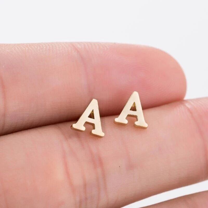 صغيرة صغيرة الفولاذ المقاوم للصدأ 26 A-Z إلكتروني الأولي أقراط DIY بها بنفسك الأبجدية اسم القلب تشيكوسلوفاكيا القرط مربط مجوهرات Pendientes Brincos