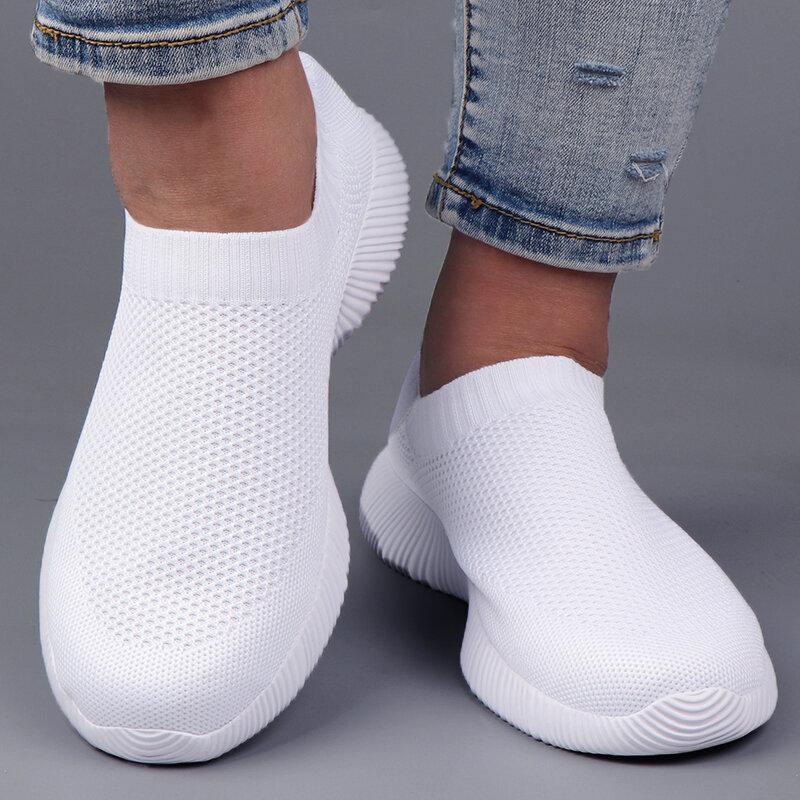 الأبيض أحذية رياضية النساء الشقق الانزلاق على جورب أحذية الصيف خفيفة الوزن غير رسمية النساء أحذية مفلكنة المدربين السيدات سلة فام
