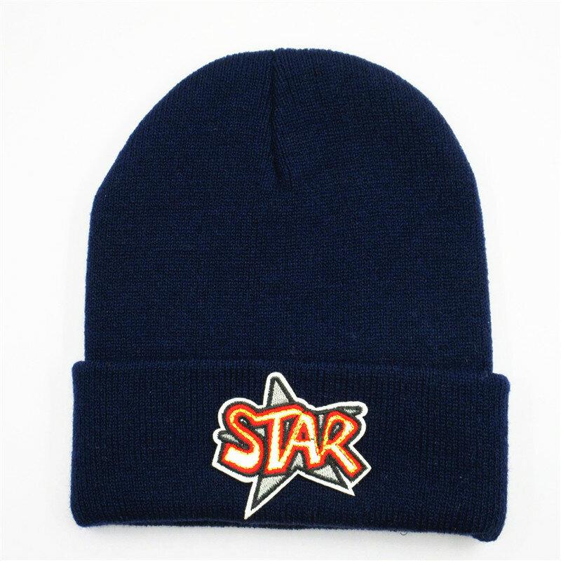 قبعة شتوية سميكة محبوكة من القطن مع تطريز حروف نجمة ، قبعة دافئة للرجال والنساء 323